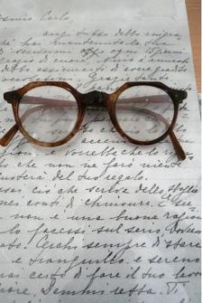 Anteojos-y-carta-de-Gramsci.jpg