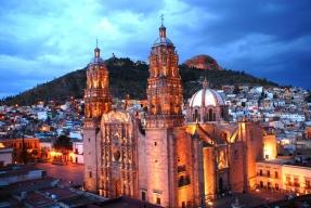 catedralLuna-sin-estrellas.jpg