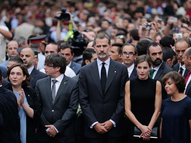 barcelona-atentado-reyes-8-kdXD-U40594478501lKB-644x483@MujerHoy.jpg