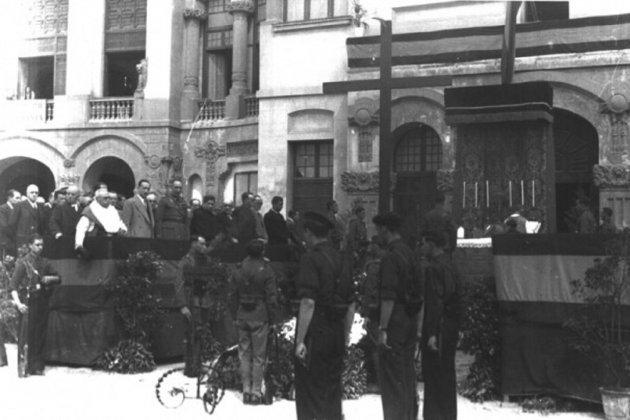 les-tropes-franquistes-ocupen-manresa-missa-de-campanya-font-arxiu-comarcal-del-bages_15_630x420