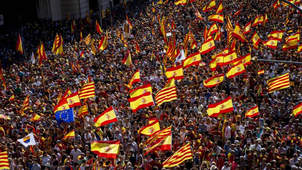 decenas-de-entidades-catalanas-pro-unidad-llevan-el-espiritu-del-8-o-al-12-de-octubre
